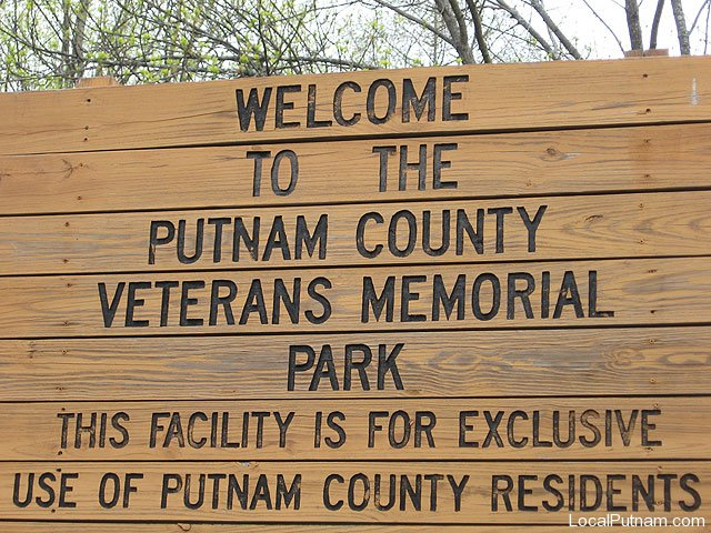 veterans_memorial_sign.jpg